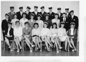 År 1963. Så här såg klassen ut när de tog sin realexamen för 51 år sedan.