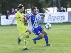 Starke mittbacken Nemanja Bestic hade koll på Lars Olsson.