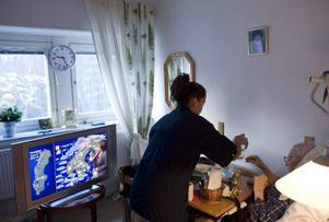Fritt val kan enklast förklaras med att äldre får vara med och bestämma hur man vill bo och vilken typ av hemtjänst man vill ha – och vem som ska utföra den. Foto: Scanpix