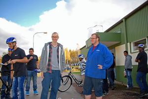 Stefan Brûckner och Johnny Gunnarsson från IF metall var glada över besökarnas entusiasm över sina nya cyklar.