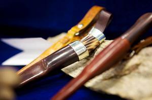 Dessa knivar kunde knivslöjdaren John Nordqvist visa upp på Naturmässan.