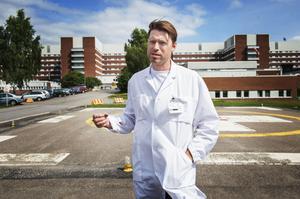 Fredrik Granholm är överläkare inom akutsjukvård på Länssjukhuset i Sundsvall. Han vill se en läkarbemannad ambulanshelikopterverksamhet i Västernorrland.