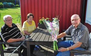 Makarna Persson har bott granne med Göran Melin sedan 1981. Under åren har de blivit goda vänner och hjälper varandra med stort som smått.