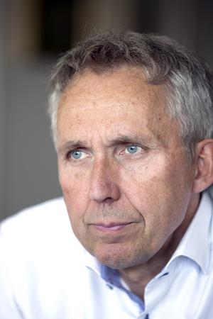 Han hade en ny operationsmetod med sig när han kom till Västerås 1996.  Men Kenneth Smedh byggde också upp en vårdkedja för tarmcancerpatienterna. Resulaten blev över förväntan. Nu är han frustrerad och bekymrad över flykten av erfarna sjuksköterskor. Det hotar vården på hela sjukhuset, menar Kenneth Smedh.