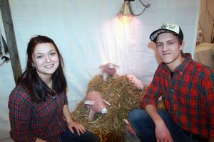 Anna Björklöf och Jerk Gumunds-Jones driver UF-företaget Siljans Fläsk och har fött upp sex ekologiska grisar. Under mässan gick deras produkt som smör i solsken  och de sålde det mesta av vårens slaktprodukter.