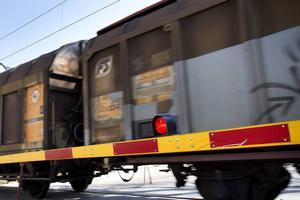 Fler godståg genom stan och större barriäreffekter, oroar kritikerna mot centralt dubbelspår.