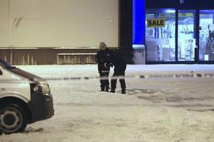 Polis spärrade av platsen och genomförde en teknisk undersökning under natten.