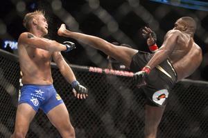 Alexander Gustafsson (till vänster) och Jon Jones möttes första gången på UFC 165. Amerikanen vann matchen efter fem ronder.