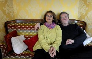 Suzanne Reuter och Allan Svensson trivs tillsammans. Deras tv- och filmäktenskap som makarna Svensson har nästan två decennier på nacken.