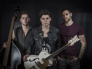 John Lindberg Trio består av Nathanael Marcusson, John Lindberg och Joakim Dunker. Pressbild.