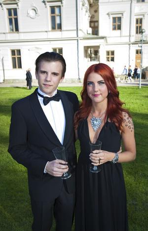 Johan Lindberg tog med sig vännen Sandra Forslund på balen.