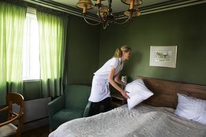 Sandra Blomqvist befinner sig i Tornrummet, slottets högst belägna rum. Hon jobbar på Verkö slott över sommaren. Förra sommaren jobbade hon i Norge, men ville detta år vara nära vänner och familj i Östersund.