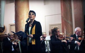 Karolina Johnér-Bodestrand sjöng Bred dina vida vingar.