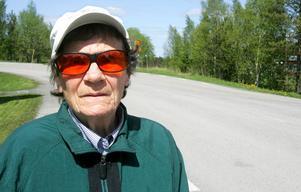 Ingrid Johansson, 83 år, var bonde vid Ösabacken. Nu bor hon i en hyreslägenhet på Tors väg. Hon är positiv till planerna på ett äldreboende.