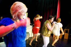 Det blir schlager för hela slanten när showgruppen Glitter efter tvåårsuppehåll är tillbaka med en sprakande föreställning.