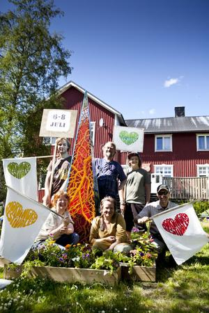 Ett glatt festivalgäng laddar för den första Nordingråfestivalen som börjar i morgon, fredag.
