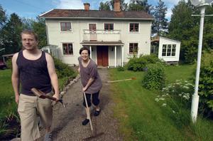 Peter Hedin och Martina Bylund blev kära i sitt hus, därför flyttade de hit.