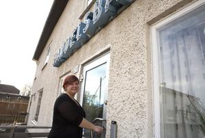 1 december. När november övergick i december gick en epok i graven. Handelsbanken i Grangärde slog igen efter minst 100 i kyrkbyns centrum. Therése Wennergard-Druvefors (bilden) och hennes kollega Mirva Palossari blev de sista banktjänstemännen på kontoret.