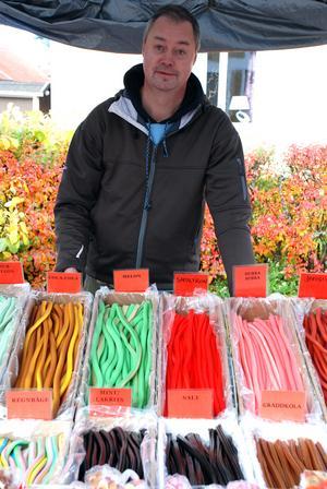 Janne från Stockholm sålde godis på marknaden.