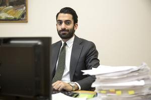Saba Razavi berättar att två av tre domare inte kunde närvara på grund av sjukdom. Ännu är det oklart när
