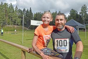 Leriga men glada. 10-åriga Kim Semstrand utklassade alla motståndare i damklassen. Bara Anders Dahl som vann herrklassen på ett varv, var före henne i mål.