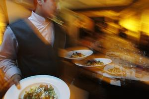 Äntligen är även papperslösa hotell- och restaurangarbetare välkomna att bli medlemmar i facket. Kongressen körde över förbundsledningen vars förslag var att (återigen) säga nej till att tillåta papperslösa som medlemmar.
