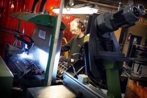 Samhall satsar numera på service och tjänster. Men i Änge görs bara industrijobb.