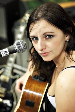 Erika Andersson, festivalgeneral och projektledare för Östersunds bluesfestival, kommer spela live i P4.