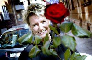 PARKERINGSVAKT SOM GILLAR SITT JOBB. Åsa Mossberg älskar sitt yrke främst för kundkontakterna och friheten att jobba utomhus. Och hon stormtrivs med arbetskamraterna.