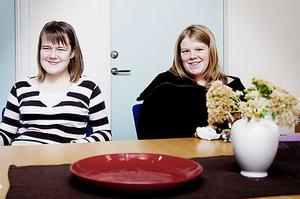 Josefine Jansson och Cecilia Norman, två av alla niondeklassare som just nu funderar kring sina gymnasieval.