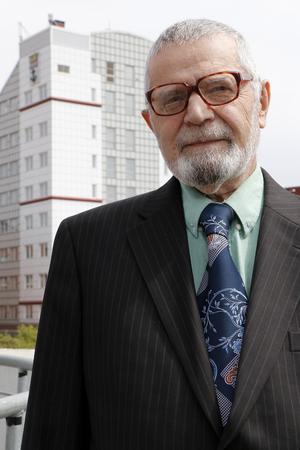Multidemokrat. Partiledaren Istvan Herback tycker att invandrarnas kunskaper ska tas tillvara bättre.