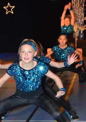 Showen inleddes med de yngre dansarna, Dansstudions framtida stjärnor. BILD: SAMUEL BORG