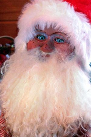 Tomten Charles-Virgil:- Alla! Jag älskar alla julkalendrar. Faktiskt så äskar jag allt. Allt, allt, allt! Dig också.