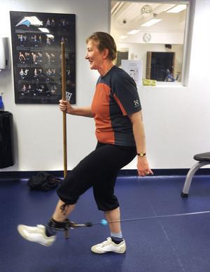 Inga-Lena Åkesson fyllde pensionär för tre år sedan och började då styrketräna med seniorgruppen. En eller ett par pass i veckan brukar det bli. Maken Trygve hänger på när det inte finns några skidspår att ta till.