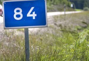 Nu har riksväg 84 lappats och lagats i höjd med Hovra.