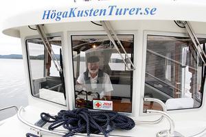 Peter Bernström säger att han älskar att visa upp Höga kustens skärgård för andra.