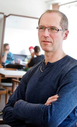 """Peo Gruvelgård har titeln kapellmästare  i Jannez.  """"Jag bestämmer inte mer än någon annan. Men det är jag som håller ordning på ekonomin"""", säger han."""