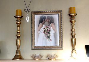 Bröllopsfotot med lika klänningar.