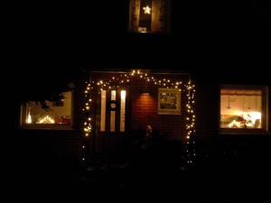 Ramade in vår ingång med belysning. Blev väldigt vackert! Hallstahammar.