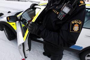 Fyra personer ska ha försökt bryta sig in i en villa på Lördagsvägen i Ljustadalen i tisdags eftermiddag. Polisen hoppas nu komma i kontakt med fler personer som gjort iakttagelser på platsen.