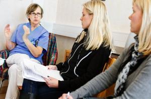 Verksamhetschef Ewa Lundgren har tillsammans med enhetscheferna Ulrika Jacobsson och Annica Mortensen vänt på varenda krona i prioriteringsarbetet. Foto: Ulrika Andersson