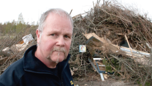 Leif Stenström på räddningstjänsten berättar att de alltid inspekterar större anmälda brasor.
