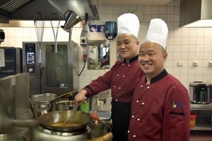Två kockar med asiatisk mat som specialitet finns i restaurangen, men även den typiska Näske-maten kommer att serveras.
