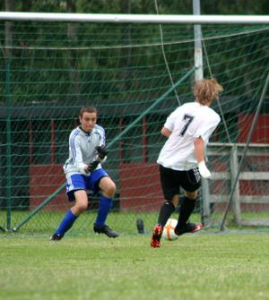 Fredrik Rosén, SIK, gör 2–0.