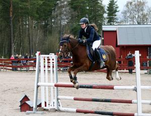 Hemmaryttare Silje Forssen, andra plats i Klass 3 ponny vid Vårhoppet, Falu ridklubb.