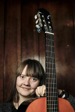 Ellen Sundberg åker till Texas nu i slutet av januari för att göra uppföljaren till albumet Black Raven. Hon är också nominerad som bästa singer/songwriter vid Manifestgalan den 7 februari.Den arrangeras av Sveriges oberoende musikproducenter och har arrangerats sedan 2003.
