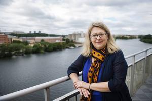 Den rysk-amerikanska matskribenten och författaren Anya von Bremzen besöker Hornstull i Stockholm. Till vardags skriver hon om fyrstjärniga restauranter och träffar berömda kockar men