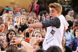 Justin Bieber kommer till Sverige nästa år.