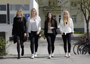 På söndag vill de här tjejerna samla massor med folk runt Sidsjön i välgörehetens tecken. Från vänster är det Celina Byrén, Natalie Eriksson, Moa Mikaelsson och Maja Nyberg. Saknas på bilden gör Cassandra Åström.