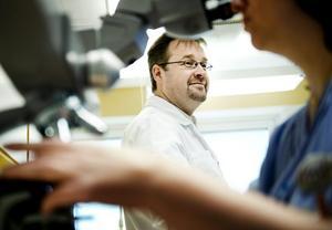 mot könssjukdomar. Magnus Unemo är chef för Världshälsoorganisationen WHO:s expertcentrum på USÖ. Foto: Lennart Lundkvist